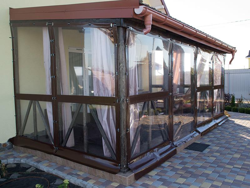 ПВХ шторы на веранду с дверью на молнии