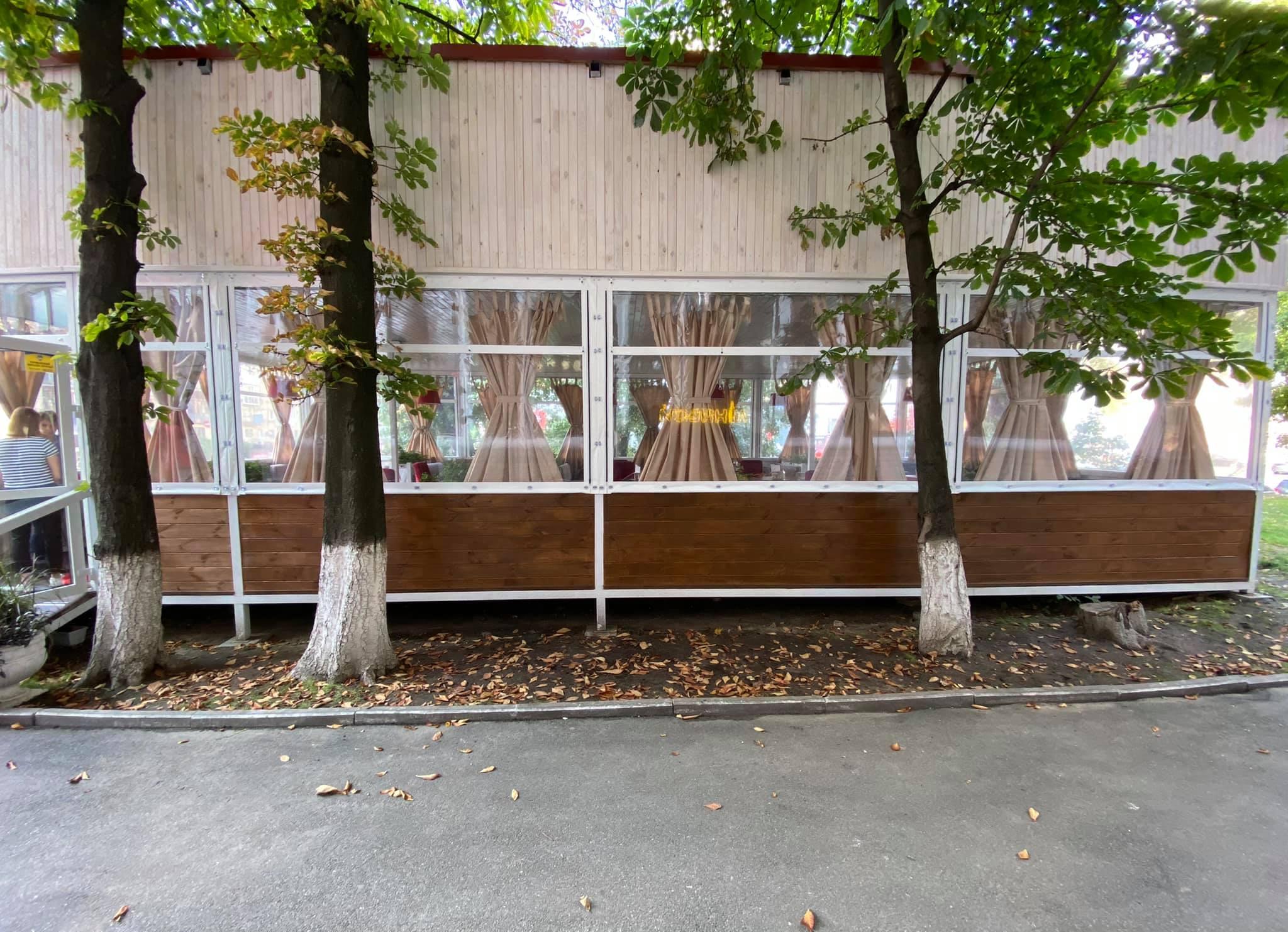Жидкие окна для летней площадки в Киеве