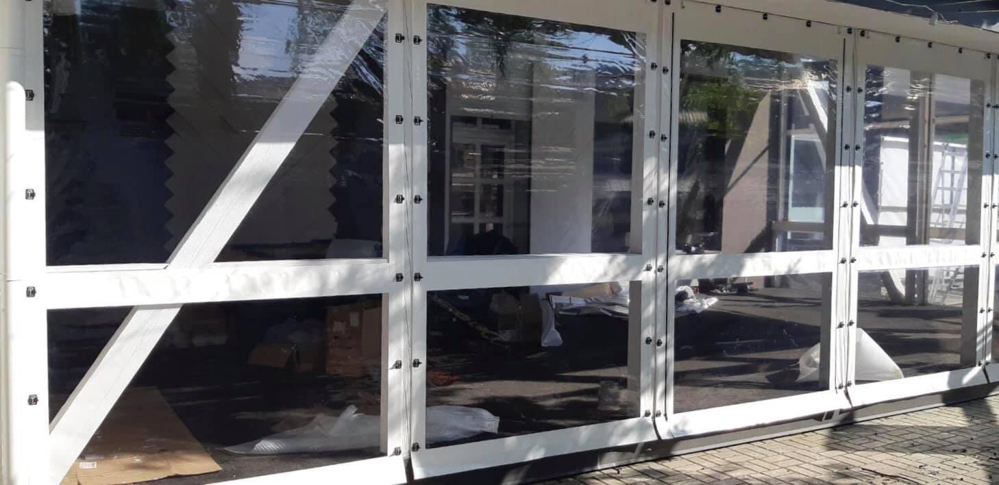 Белые гибкие окна на деревянную террасу в городе Черновцы (Черновицкая область)