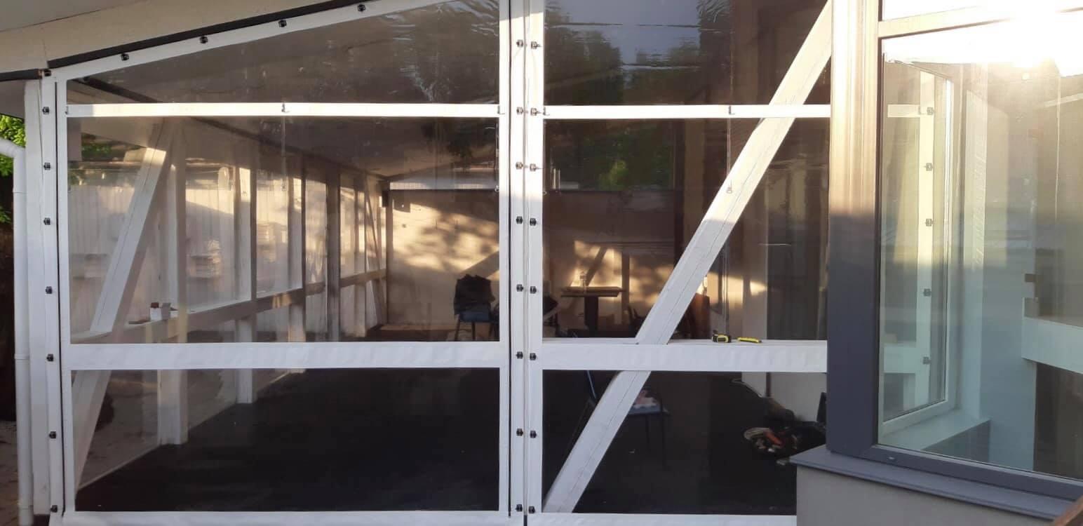 Белые мягкие окна на деревянную террасу в городе Черновцы (Черновицкая область)